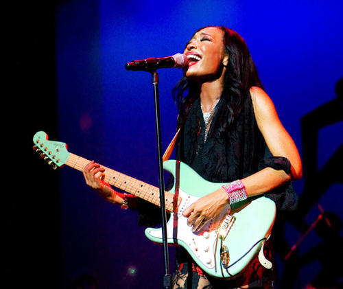 as the first african american left handed upside female guitar player malina moye has a lot to. Black Bedroom Furniture Sets. Home Design Ideas
