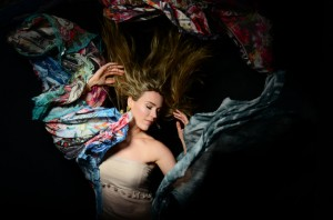 joss-stone-press-2015-billboard-650