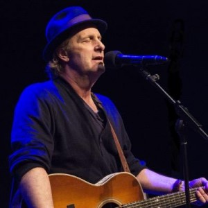 Jeff Daniels singing Twitter avatar pic
